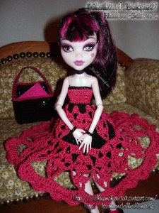 Draculaura's Babydoll Schuloutfit - Bild 03